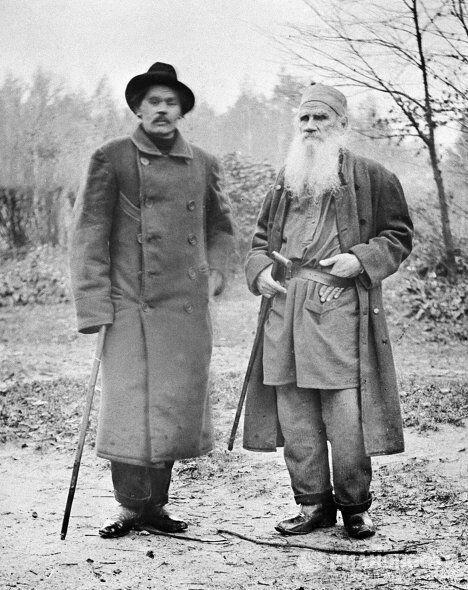 Писатели Толстой и Горький