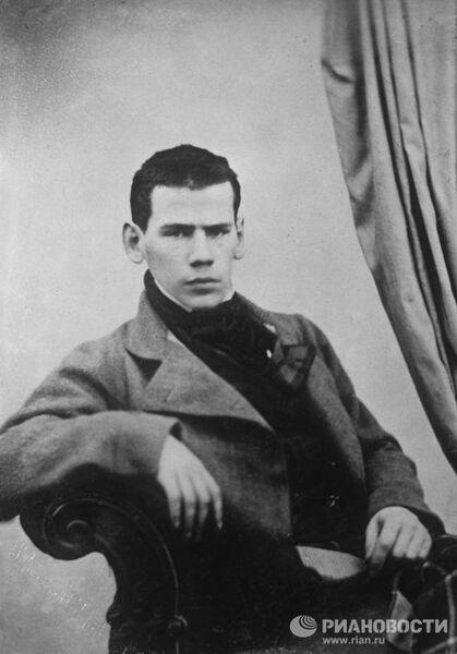 Портретная фотография Льва Николаевича Толстого