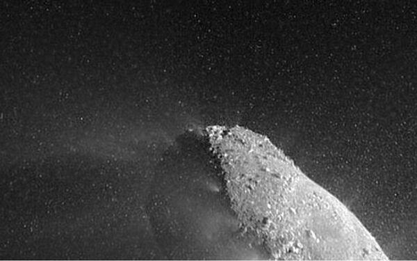 Ядро кометы Хартли-2 с близкого расстояния, снимок зонда Дип Импакт