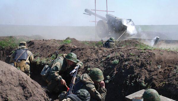 Воины-артиллеристы внутренних войск МВД России. Архивное фото