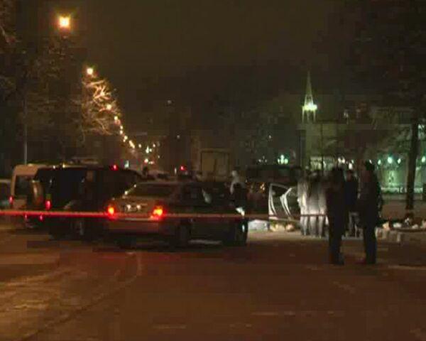 Неизвестные расстреляли иномарку на востоке Москвы