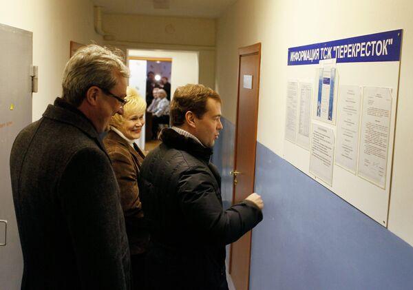 Дмитрий Медведев посещает офис ТСЖ Перекресток в Сыктывкаре.