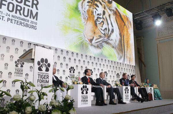 Премьер-министр РФ Владимир Путин на Международном форуме по проблемам, связанным с сохранением тигра на Земле