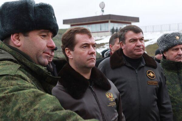 Президент РФ Д.Медведев осмотрел расположение полевого лагеря на полигоне Гороховецкий