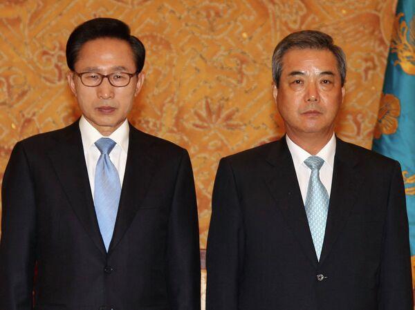 Президент Республики Корея Ли Мён Бак и советник по вопросам безопасности Ли Хи Вон