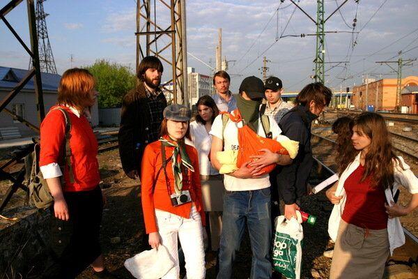 Активисты группы Война 6 мая 2008 года перед акцией Унижение мента в его доме