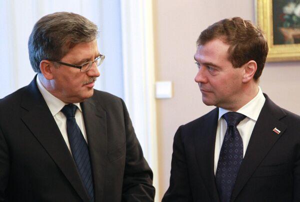 Президент РФ Дмитрий Медведев и президент Польши Бронислав Коморовский в Варшаве. Архив