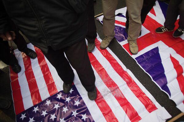 Акция протеста у стен посольства Великобритании в Тегеране 12 декабря 2010 г.
