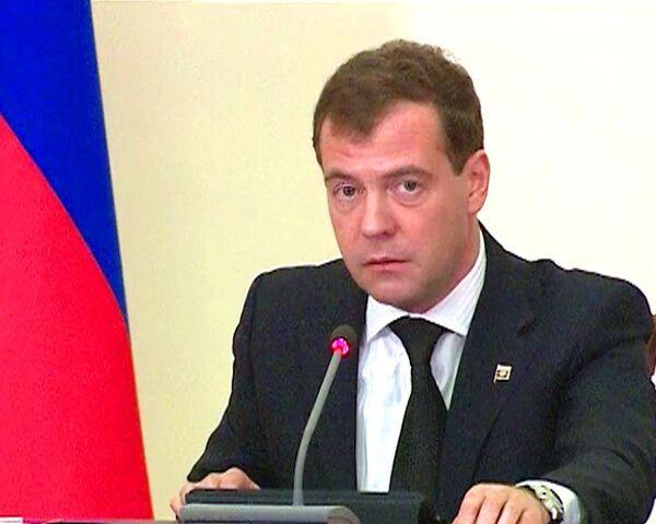 Медведев: погромщиков в масках надо паковать по полной программе