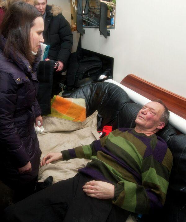Кандидат в президенты Белоруссии Владимир Некляев, избитый во время акции оппозиции в Минске