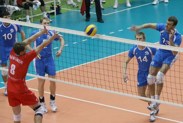 Игровой момент матча Локомотив (Новосибирск) - Динамо (Москва)