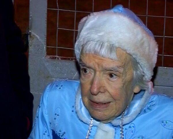 Людмила Алексеева пришла на Триумфальную площадь в костюме Снегурочки