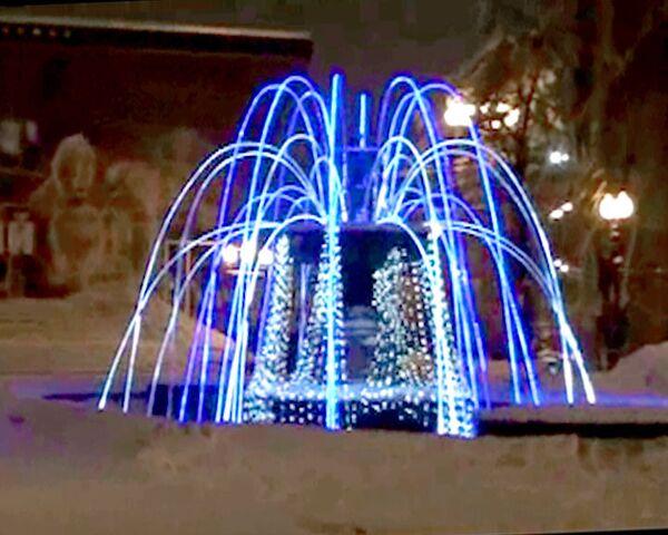 На Новый год в московских фонтанах зажглись огни