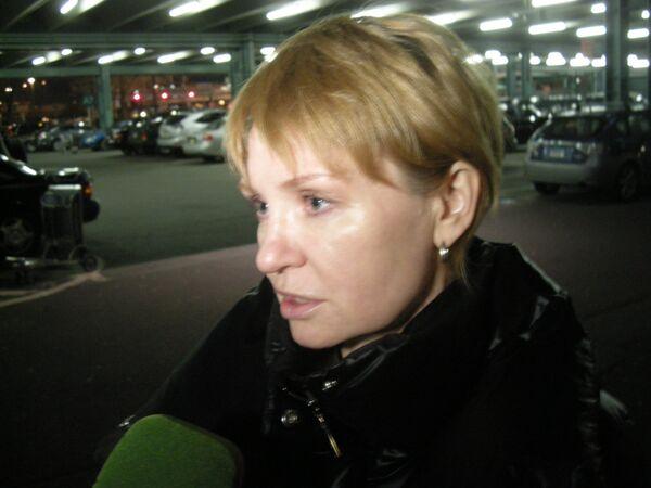 Алла Бут, жена Виктора Бута, в аэропорту имени Кеннеди в Нью-Йорке после допроса