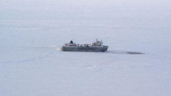 Ледоколы Красин и Адмирал Макаров выводят из ледового плена в Охотском море рыболовецкие суда