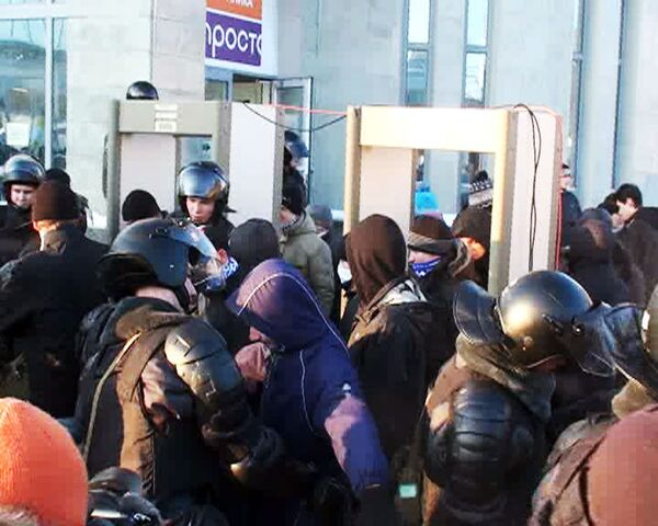 На митинг памяти Свиридова петербуржцы попадали через металлодетекторы