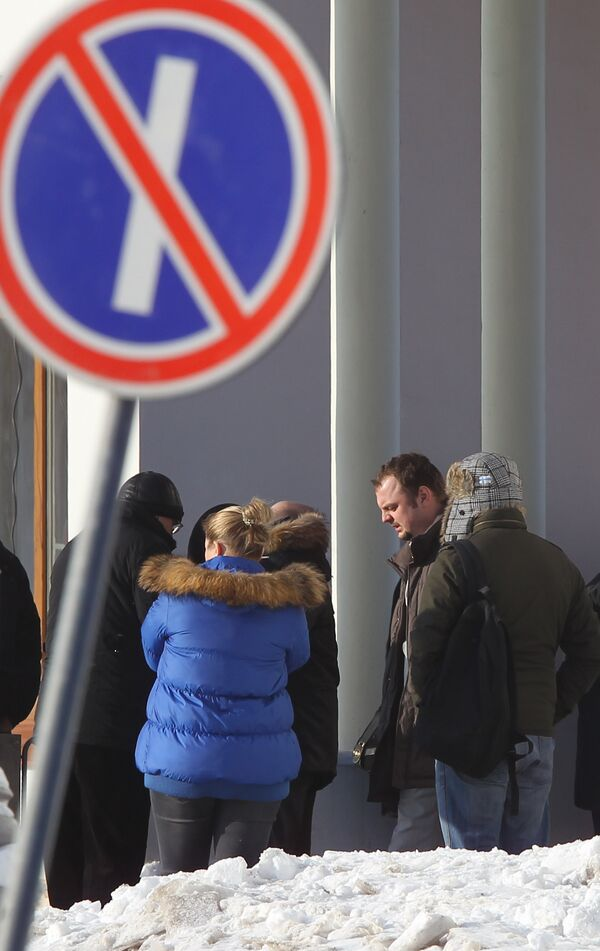 Опознание тел погибших в результате взрыва в аэропорту Домодедово в судебно-медицинском морге в Котляках