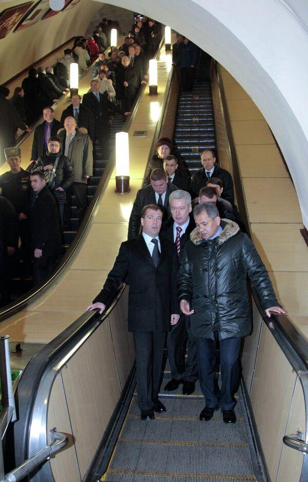 Президент РФ Дмитрий Медведев побывал на станции Охотный ряд московского метро