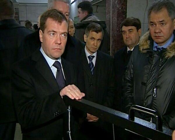 Медведев спустился в московское метро, чтобы убедиться в его безопасности