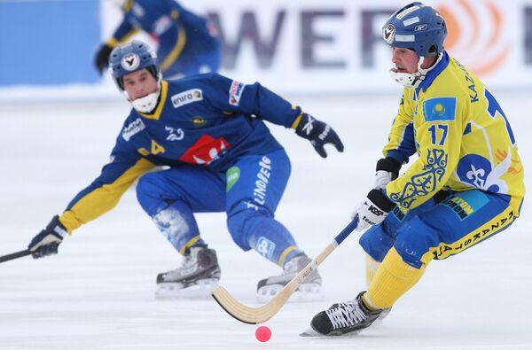 Игровой момент матча Казахстан - Швеция