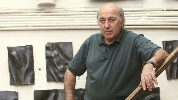 Скульптор Георгий Франгулян в студии. Архивное фото
