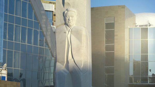Памятник Б.Ельцину открыли в Екатеринбурге. Архив