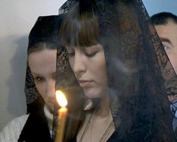 Родственники жертв теракта в Домодедово почтили память погибших