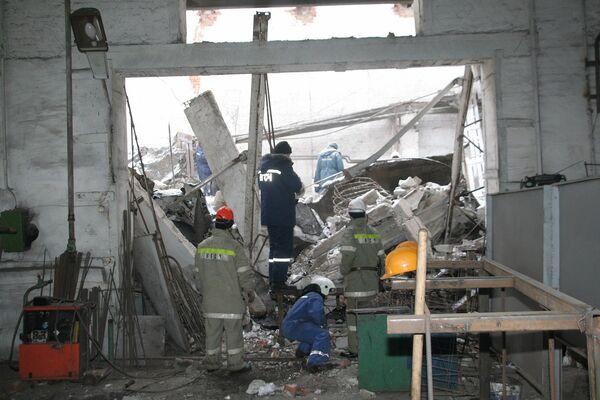 Обрушение крыши цеха стройкомпании в Новосибирске