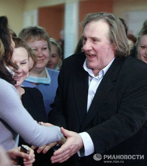 Французский актер Жерар Депардье посетил детскую городскую больницу №1 в Санкт-Петербурге