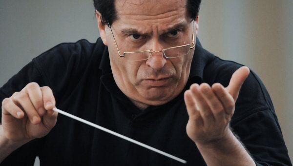 Павел Коган на репетиции в Большом зале консерватории