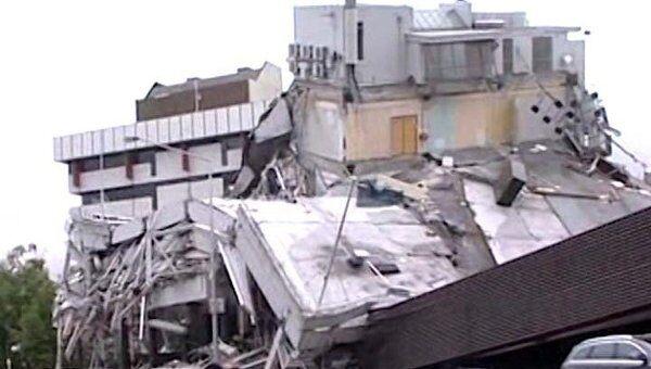 Землетрясение в считаные минуты превратило город в руины