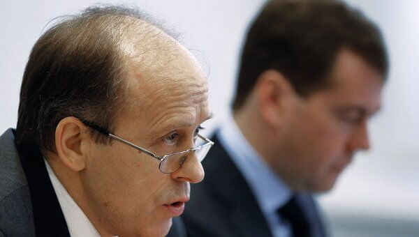 Директор Федеральной службы безопасности РФ Александр Бортников (слева)