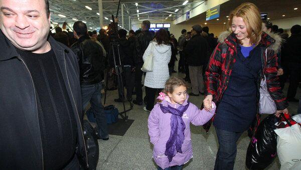 Встреча российских граждан, эвакуированных из Ливии в аэропорту Домодедово