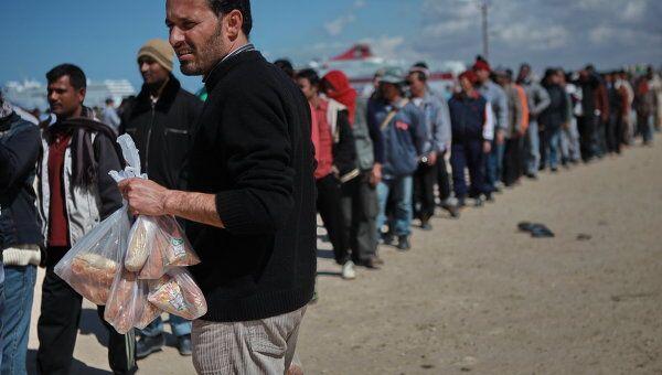 Беженцы в порту Бенгази