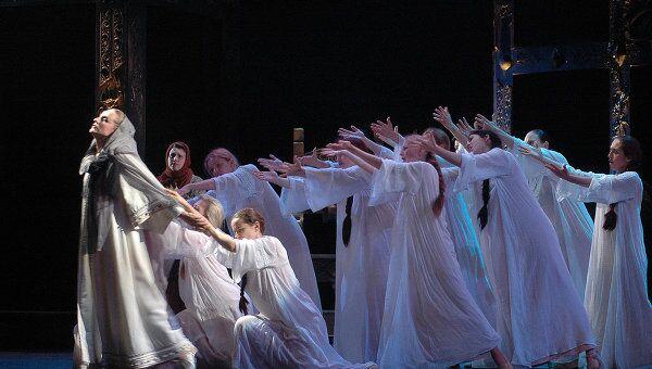 Сцена из спектакля Князь Игорь
