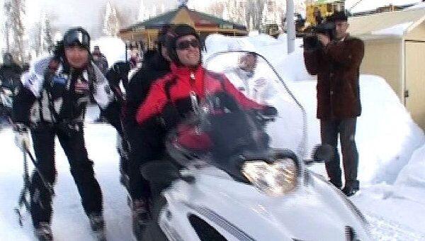Медведев прокатил президента Азербайджана на снегоходе