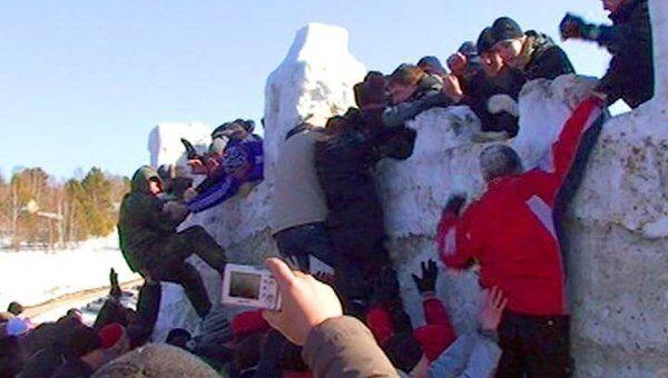 Масленицу на Байкале праздновали взятием снежного городка и хороводами