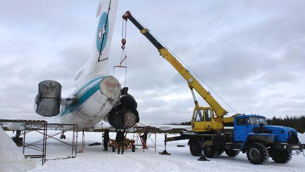 Подготовка к взлету самолета Ту-154М после аварийной посадки в Ижемском районе Республики Коми