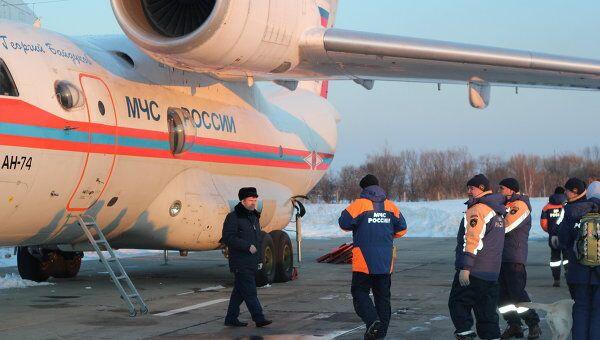 Отправка самолета МЧС со спасателями и гуманитарной помощью в Японию. Архив