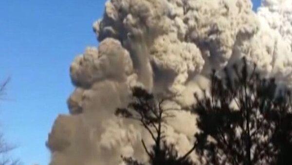 Вслед за землетрясением и цунами в Японии активизировался вулкан