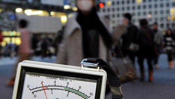 Замер уровня радиации в Токио