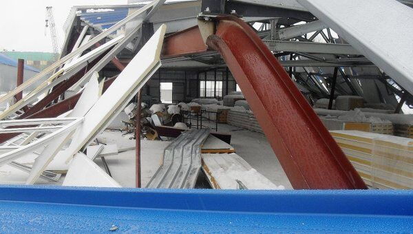 Обрушение крыши строящегося склада. Архив