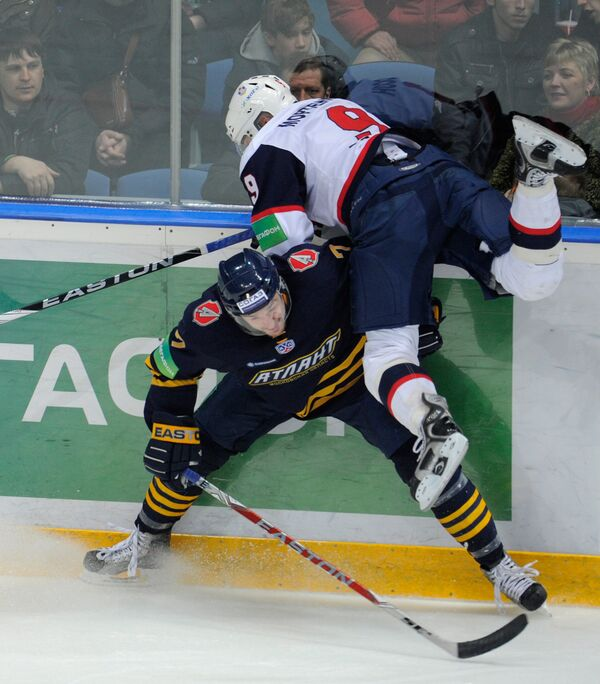 Игровой момент матча Атлант - СКА