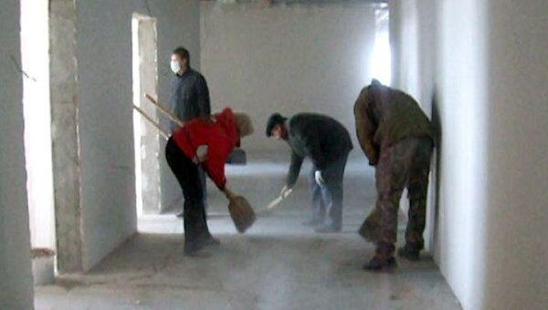 Чиновник Пермского края рассказал, зачем он мел полы на стройплощадке