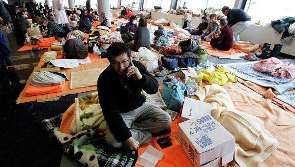 Люди, эвакуированные после землетрясения в Японии