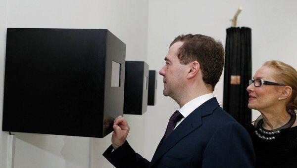 Президент РФ Д.Медведев посетил выставку арт-объектов в Московском Доме фотографии