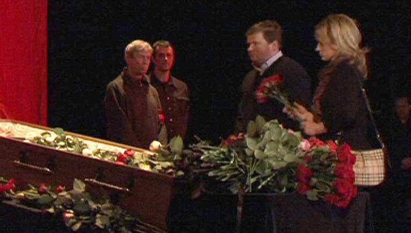 Близкие и коллеги Александра Барыкина простились с ним в Театре Эстрады