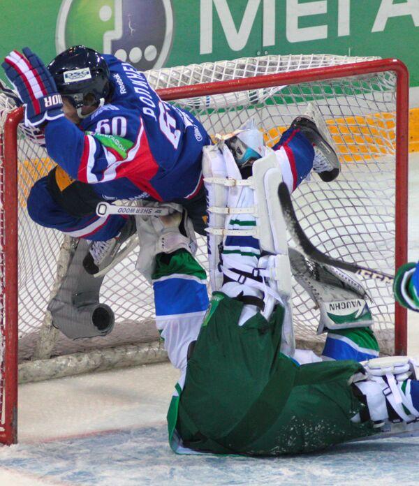 Игровой момент матча Салават Юлаев - Металлург