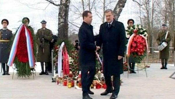 Лидеры РФ и Польши почтили память жертв авиакатастрофы под Смоленском