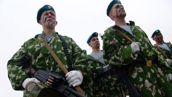 Бойцы подразделения воздушно-десантных войск. Архив